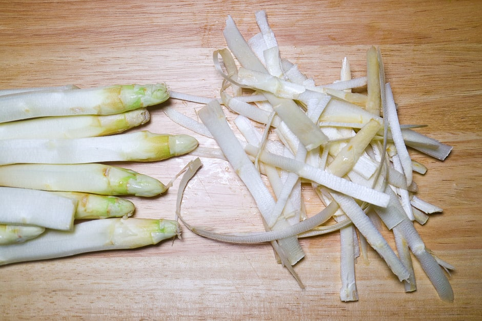 Asparagus peeled with asparagus spears