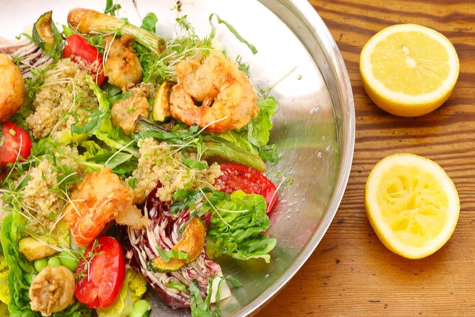 Quinoa Salat in einer Schüssel