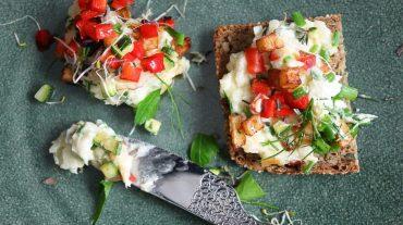 Veganer Brotaufstrich mit Gemüse Rezept Bild