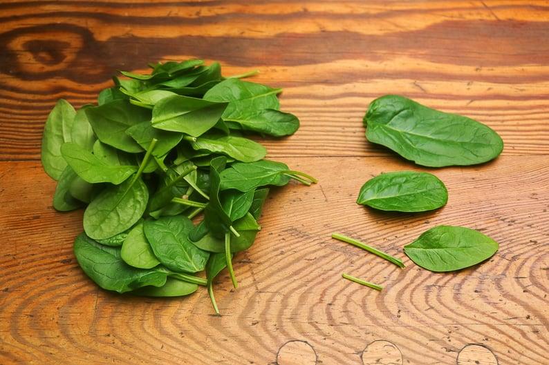 Spinat putzen und rüsten Step Bild