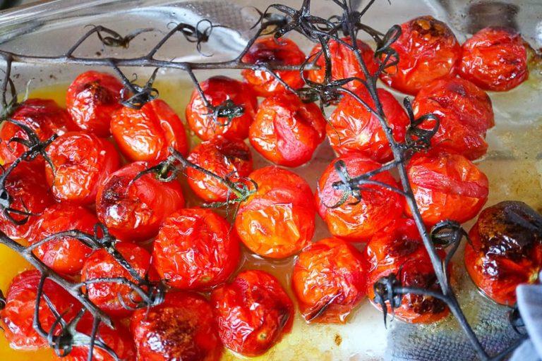 Karamellisierte, geschmorte Tomaten nahaufnahme