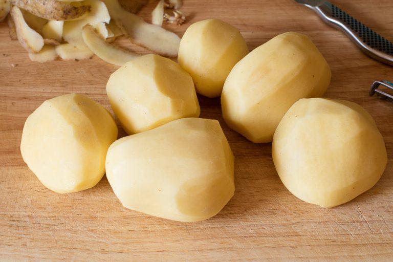 Kartoffeln für Kartoffelpüree, mehlig kochende Kartoffeln sind die richtigen.
