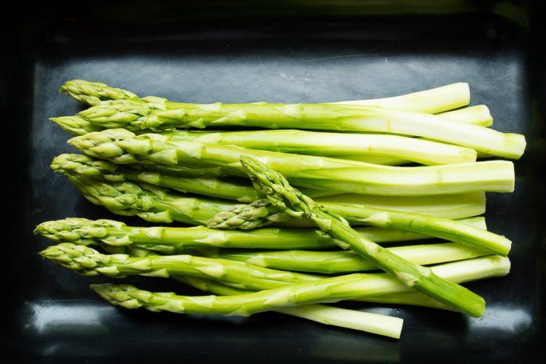 Asparagus peeled, green