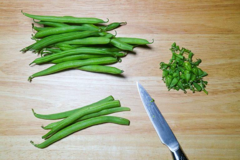 grüne Bohnen zuputzen