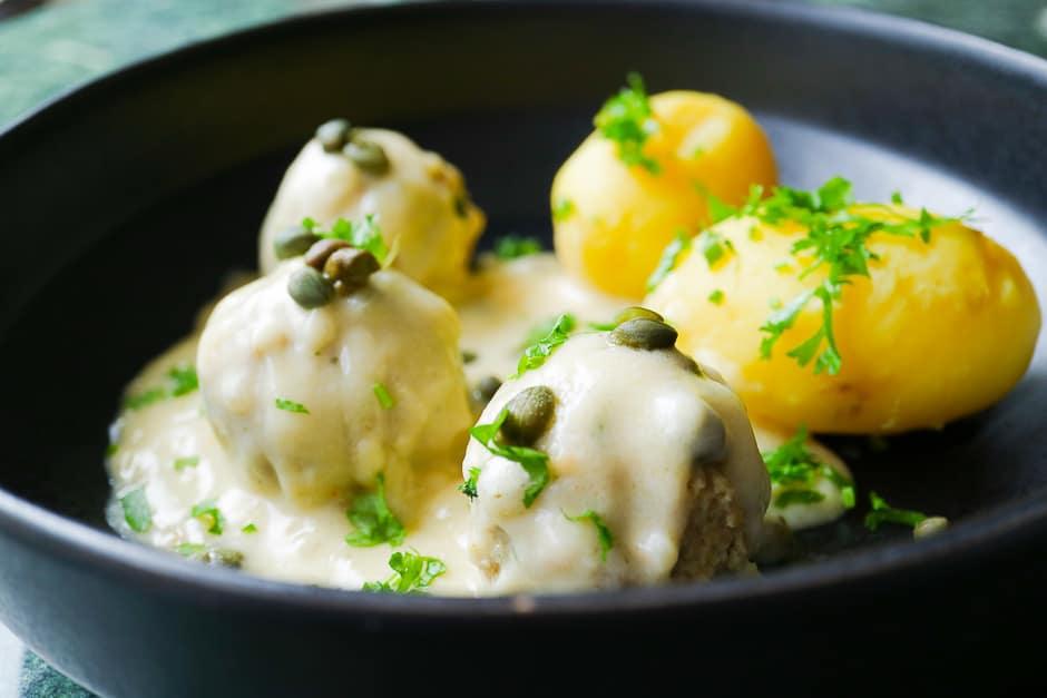 Königsberger Klopse, Fleischklösschen in Kapernsoße mit Kartoffeln