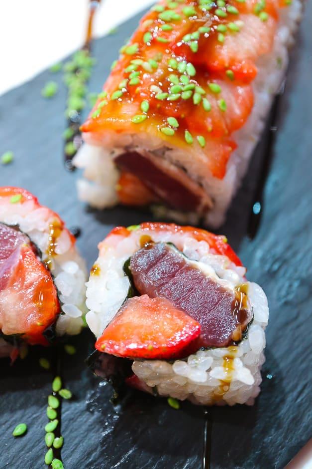 Thunfisch Sushi mit Erdbeeren