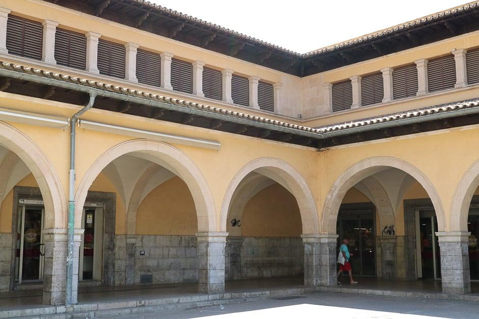 Markthalle in Palma de Mallorca von Außen