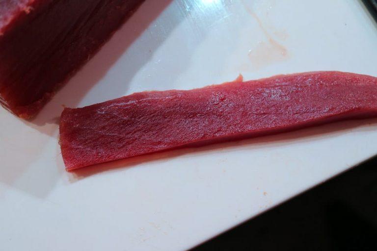 Thunfisch in längliche Streifen
