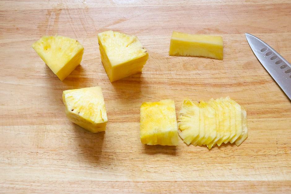 Ananas schneiden