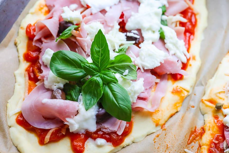 Pizza Schinken roh belegt
