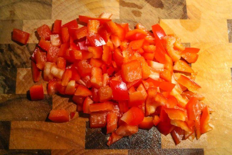 rote Paprika gewürfelt