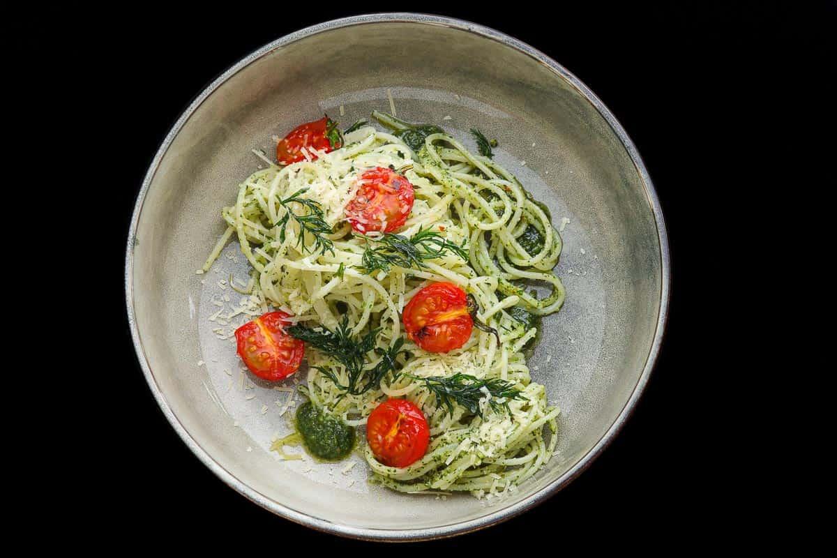 Spaghetti mit Karottengrün