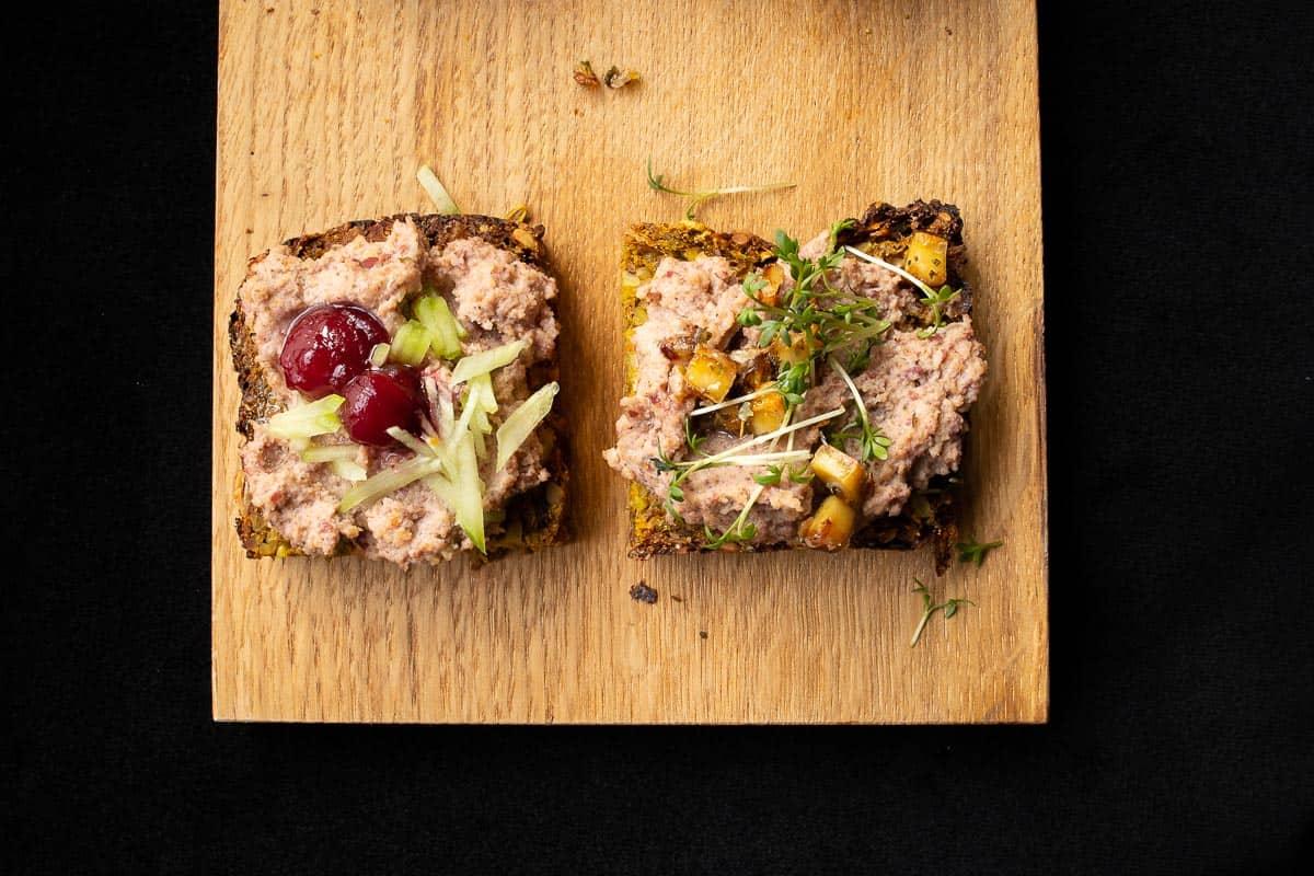 Low Carb Brote mit veganer Leberwurst