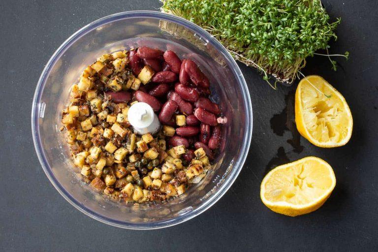Zutaten für vegane Lebewurst im Mixer