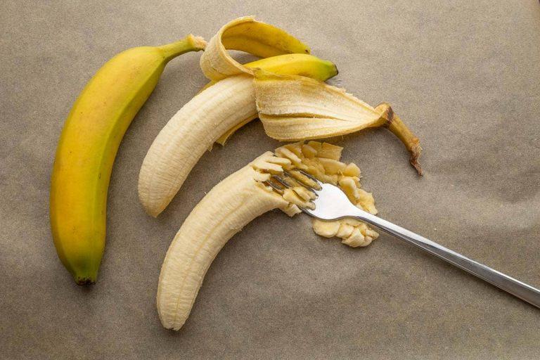Bananen schälen