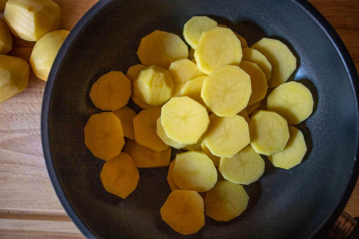 Kartoffeln roh geschält in Scheiben