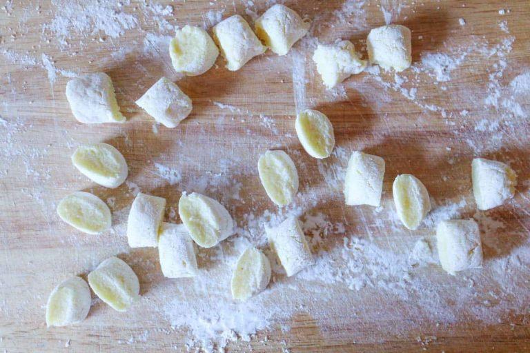 Gnocchiteig schneiden