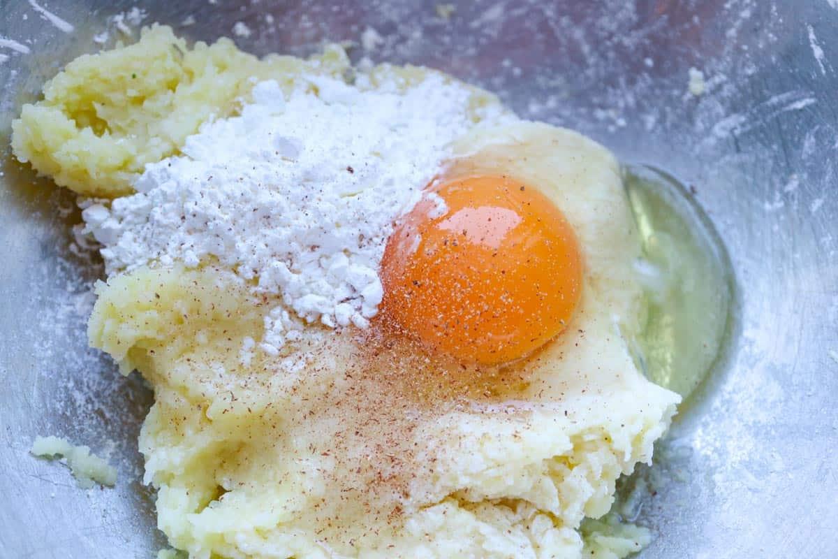 Kartoffelteig zubereiten