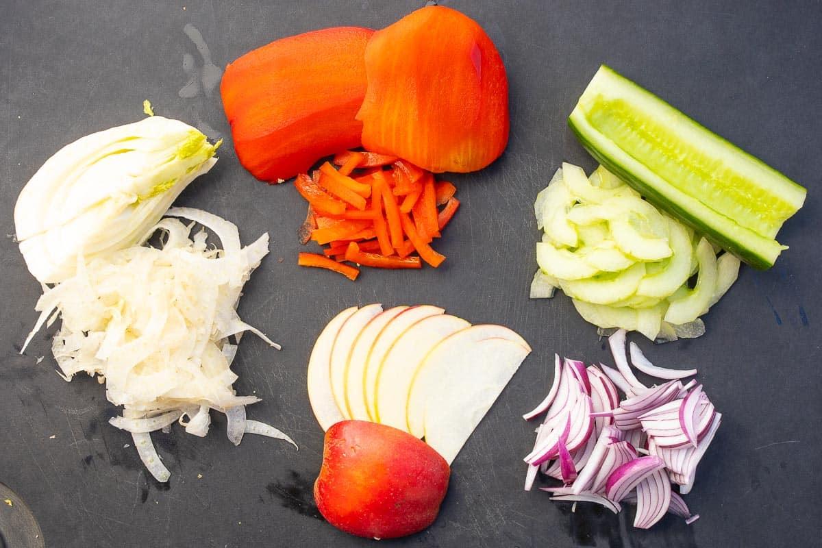 Gemüsezutaten Heringssalat