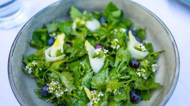 Lauchkraut oder Knoblauchsauce Salat mit Spargel