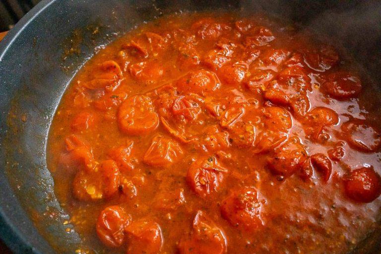 Tomatensauce zu Ende kochen