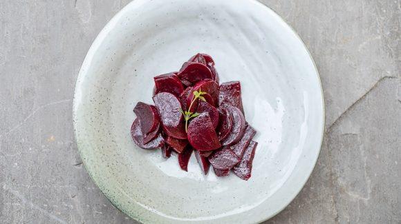 Rote Bete Salat Balsamico angerichtet