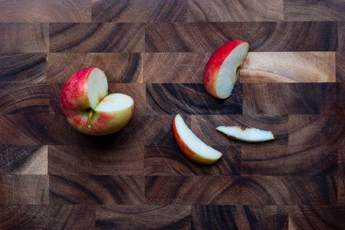 Apfel in Monde schneiden