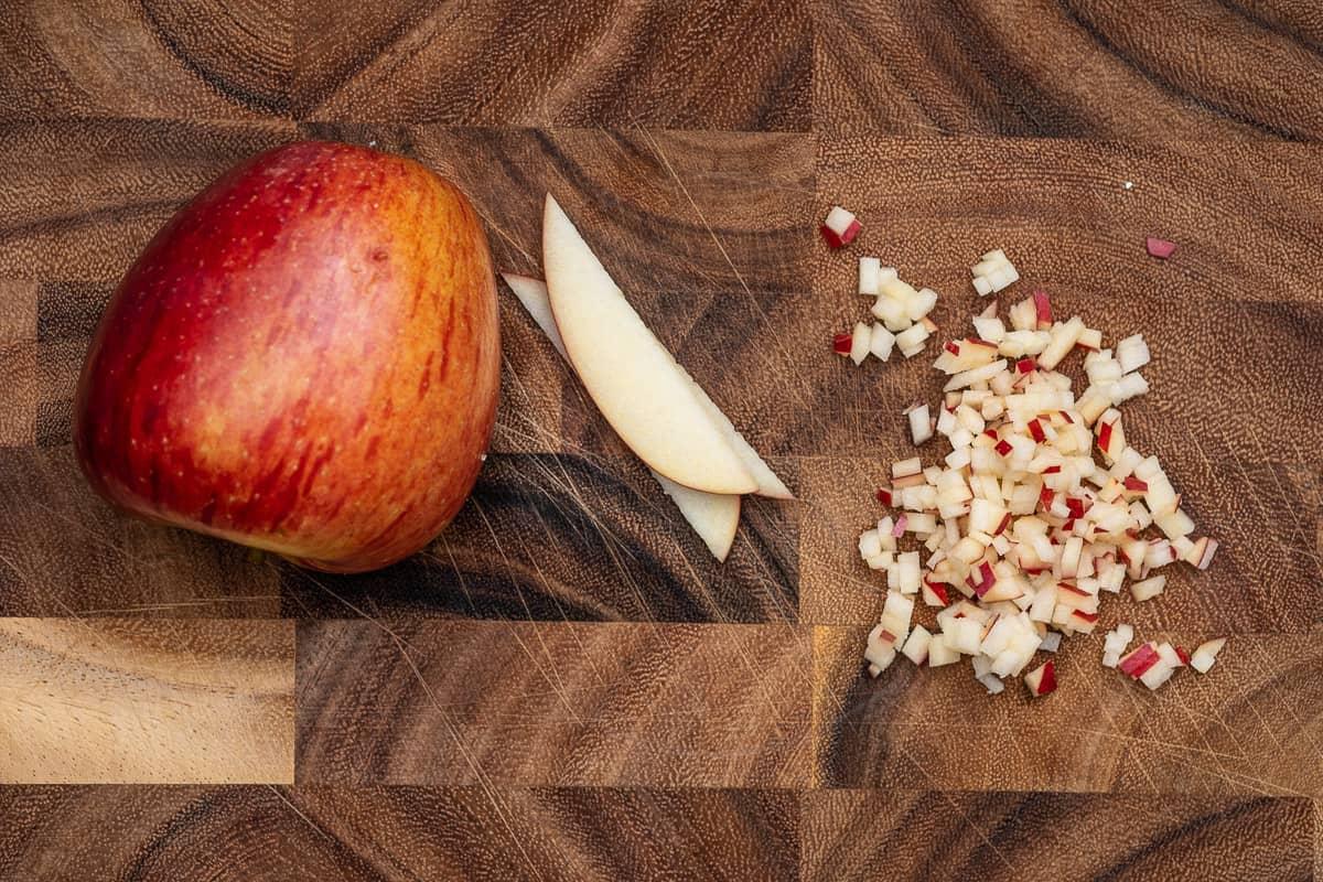 Apfelwürfel schneiden