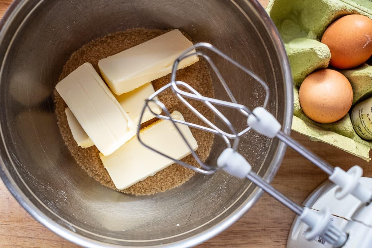 Butter und Zucker für Kuchenteig