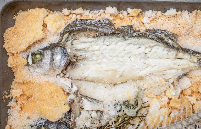 Haut vom Fisch entfernen