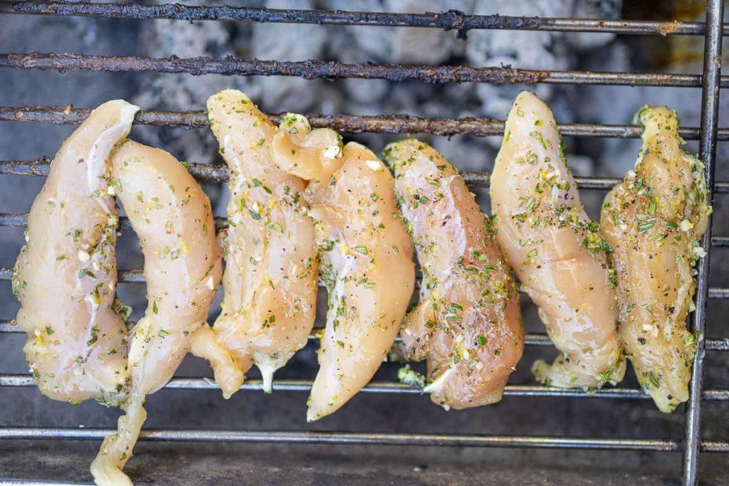 Mariniertes Hähnchen auf Grill