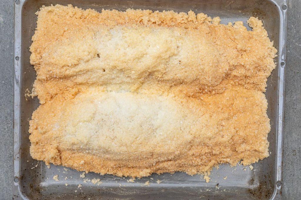Fisch in Salzmantel gegart