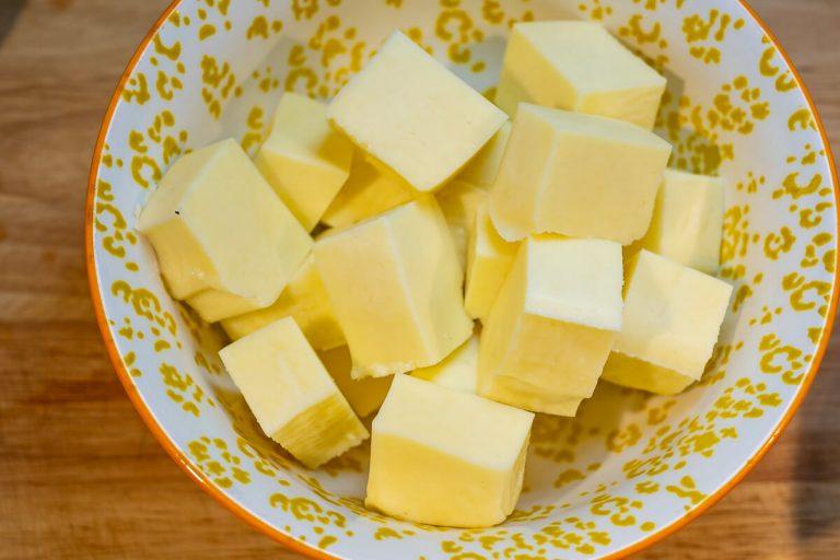 Paneer Käse in Schüssel