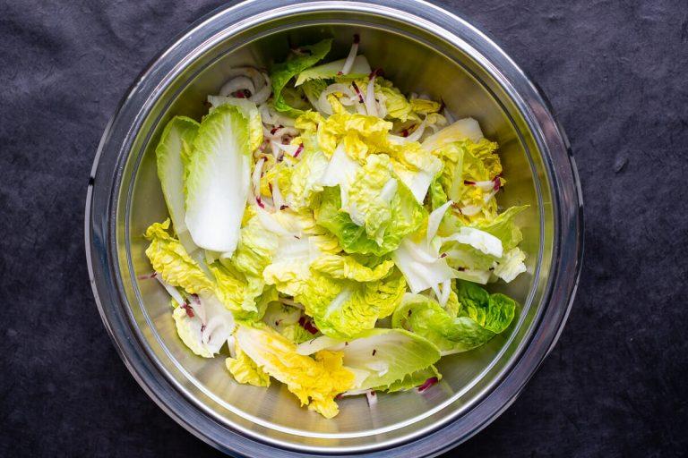 Blattsalate in Schüssel