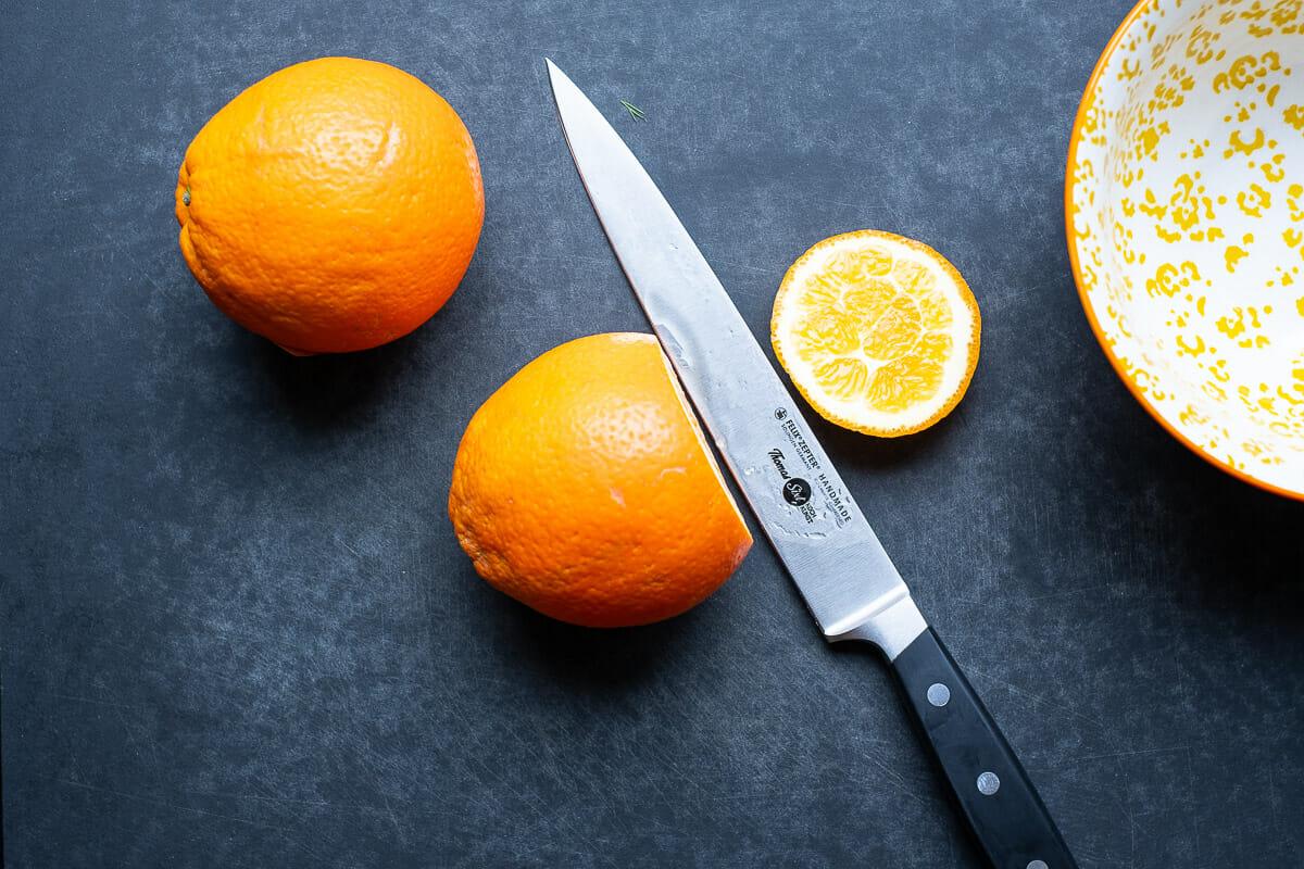 Orange zum schälen vorbereiten