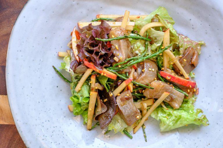 Matjes Salat mit Queller und Apfel