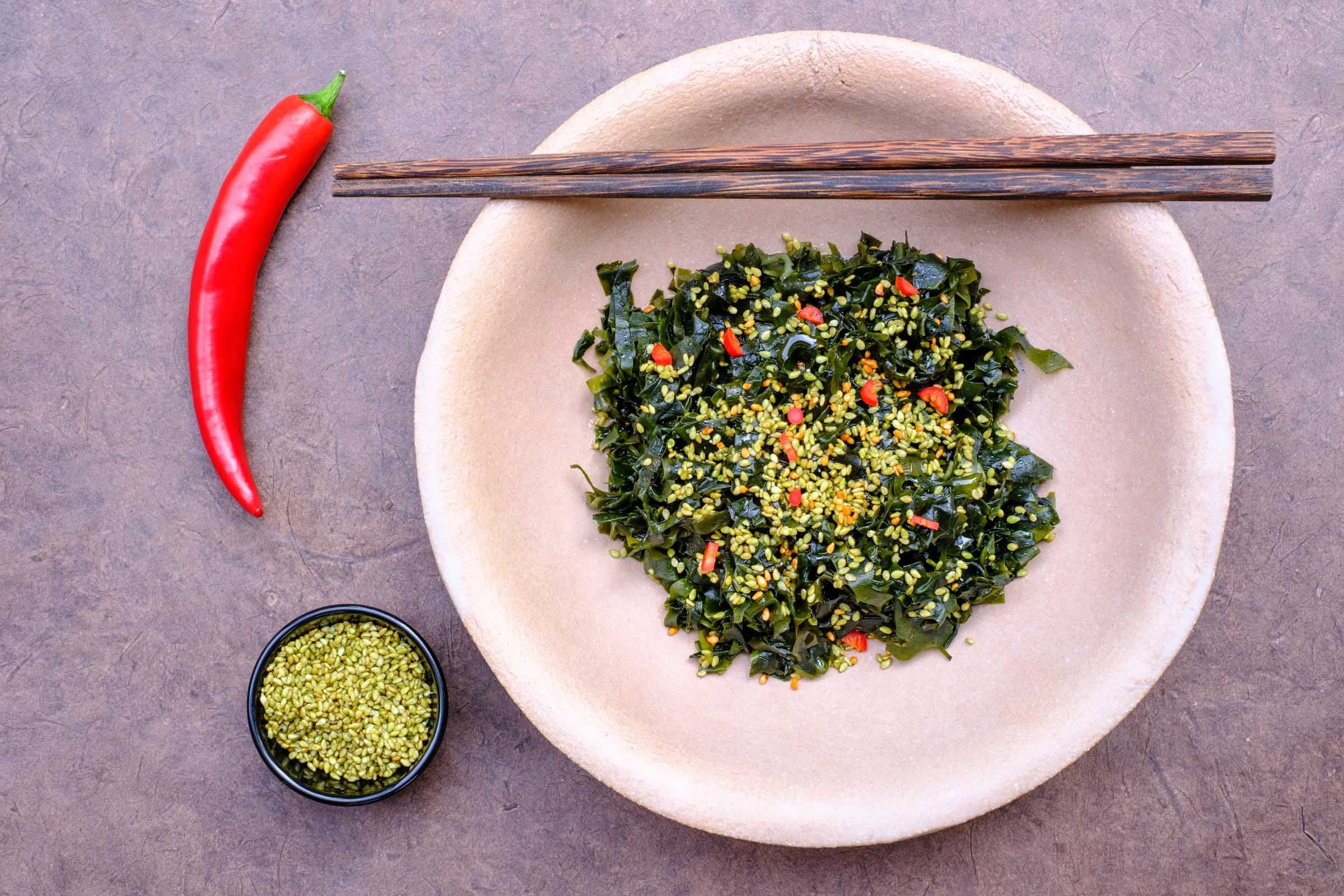 Algensalat mit Chili und Sesam