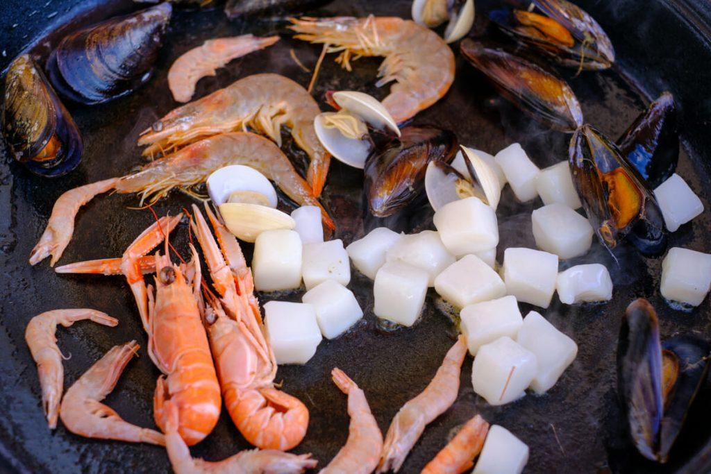 Meeresfrüchte anbraten