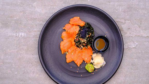 sashimi auf teller